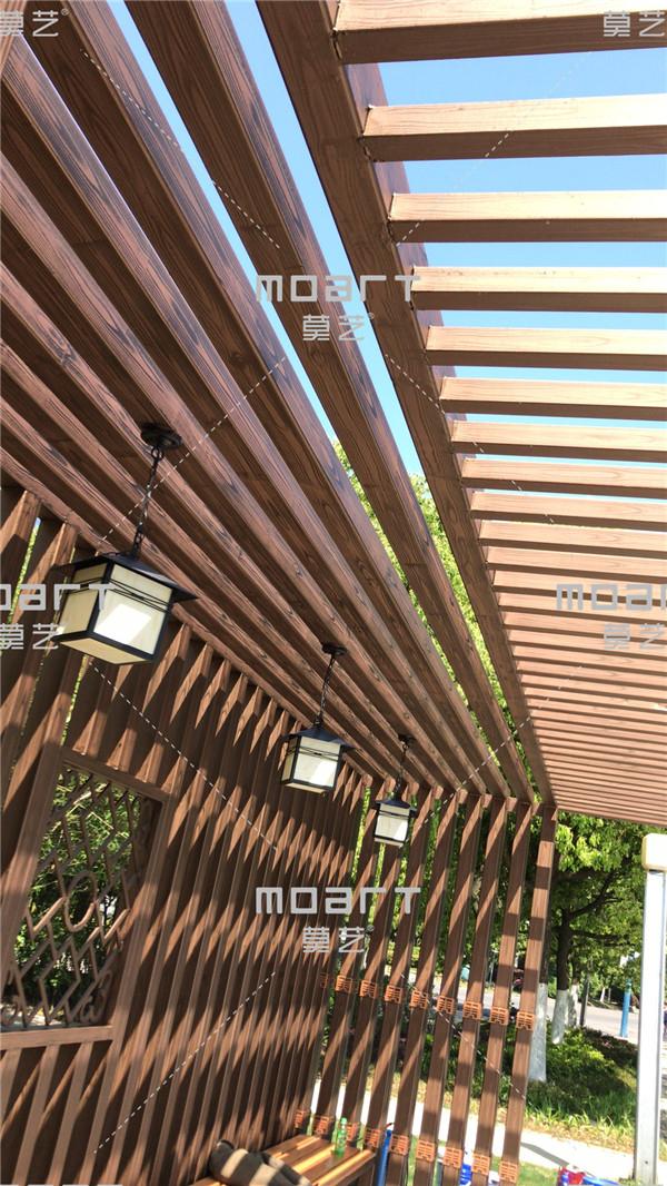 合肥天鹅湖廊架木纹漆施工现场