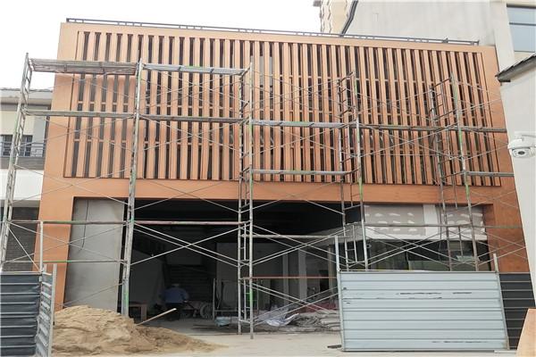 湖北襄阳创业街钢构门头1号色木纹漆施工